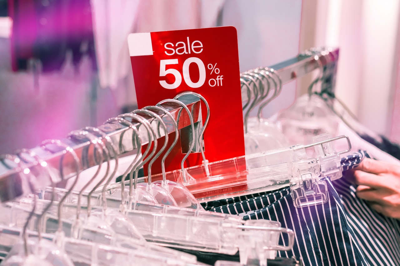 clothes-on-sale-2292953 (1)